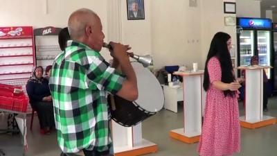 kazanci - GAZİANTEP - 34 yıllık esnaf, davullu zurnalı kutlamayla emekliye ayrıldı