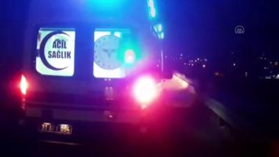HATAY - Lastiği patlayan tır kamyona çarptı