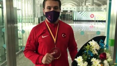 milli guresci - İSTANBUL - Avrupa Gençler Güreş Şampiyonası'nda altın madalya kazanan Polat Polatçı, yurda döndü
