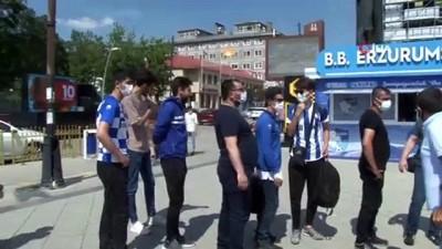 kutlay -  Erzurumspor taraftarı maçları stadyumda izleyebilmek için aşı kuyruğu oluşturdu
