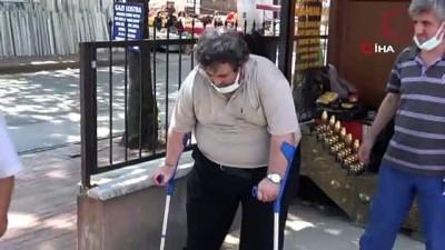 kiz kardes -  Evden kovulduğunu iddia eden engelli şahıs cadde ortasında hüngür hüngür ağladı