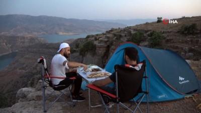 cennet -  Doğasever vatandaş uçurumun kenarında bir gün kalarak Siirt'i tanıtıyor