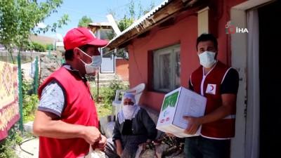Kızılay'dan 2 aileye gıda yardımı