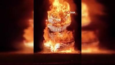"""kutlay -  - Kuzey İrlanda'da 'On Birinci Gece"""" dev ateşler yakılarak kutlandı"""