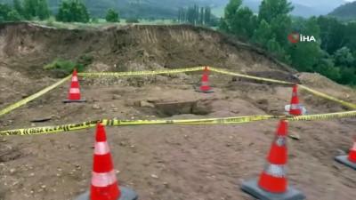 arkeoloji -  Villa yapmak için düzetme çalışması yapılan arazide tarihi mezarlar ortaya çıktı