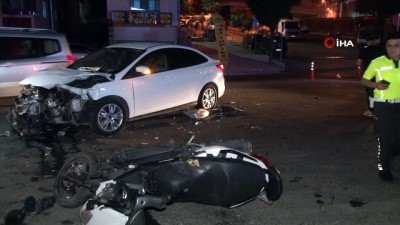 osmanpasa -  Gaziosmanpaşa'da otomobil ile motosiklet çarpıştı: 1'i ağır 2 kişi yaralandı