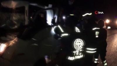 kurtarma operasyonu -  Kazaya karışan sürücü sıkıştığı yerden güçlükle kurtarıldı