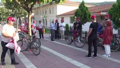 bisiklet turu -  Polis memuru çocuğa yardımcı oldu, uçurtması gökyüzünde süzüldü