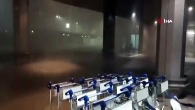 - Zürih'i şiddetli yağış vurdu: cadde ve sokaklar göle döndü, ulaşım durdu