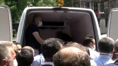 kiz kardes -  Şehit Emniyet Müdür Yardımcısı Hasan Cevher için polis lojmanı önünde helallik alındı