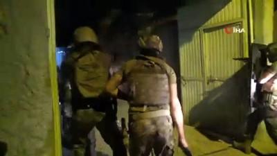 suc orgutu -  Suç örgütünün kafeste esir tuttuğu 2 kişiyi Polis Özel Harekat ekipleri böyle kurtardı