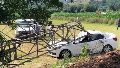 yuksek gerilim -  3 tonluk yüksek gerilim hattı direği otomobilin üzerine devrildi