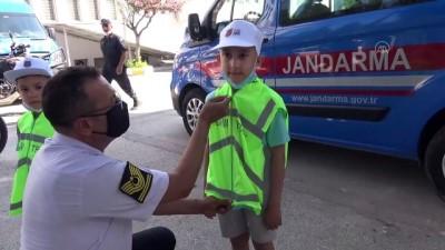 iletisim - MANİSA - Kalbinde kitle olan 8 yaşındaki Ali'nin helikopterle uçma hayali gerçekleştirildi Videosu