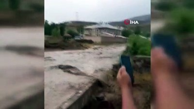 sel baskinlari -  Muradiye'de sel...Evler ve araziler sular altında kaldı Videosu