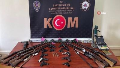 adliye binasi -  Silah tacirlerine operasyon: 3 kişi tutuklandı