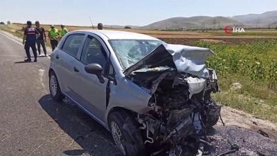 112 acil servis -  İki otomobil kafa kafaya çarpıştı: 8 yaralı