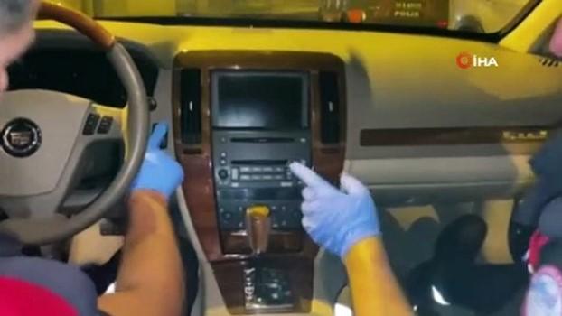 kokain -  Zırhlı aracın mıknatısla açılan gizli bölmesinden silah ve uyuşturucu çıktı
