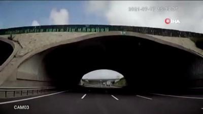sehirlerarasi otobus -  Otobanda dehşet anları kamerada...Makas atarken bir otobüs dolusu insanı canından ediyordu