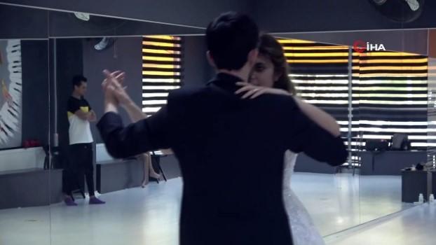 dugun telasi -  Düğün heyecanı başladı, çiftler gelin ve damatlıkla dans kursuna koştu