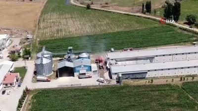 tavuk ciftligi -  Kayseri'deki tavuk çiftliğinin deposunda çıkan yangında 10 bin tavuk telef oldu