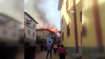 kacis -  Çorum'da yangın: 3 ev ve 1 ahır kül oldu