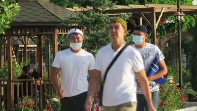- Kırgızistan'da Kurban Bayramı namazı camilerde kılındı