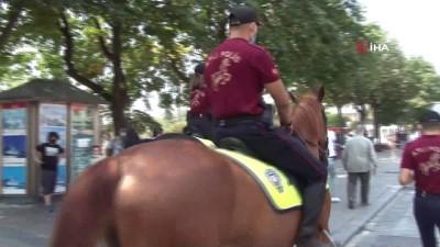 atli polis -  Kurban bayramında Ayasofya'da atlı polislerle denetim
