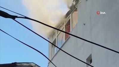 yangin panigi -  Kurban Bayramında yangın paniği: 4 katlı binanın çatı katı alev alev yandı