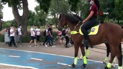 atli polis -  Atlı polislerden Florya Sahili'nde denetim yaptı