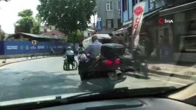 tehlikeli yolculuk -  Beyoğlu'nda iki çocukla tehlikeli yolculuk kamerada