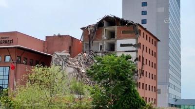 yikim calismalari - İSTANBUL - Haydarpaşa Numune Hastanesi'nde 6 yıldır kullanılmayan 8 katlı binanın yıkımına başlandı