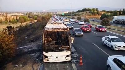İZMİR - Seyir halindeki yolcu otobüsü yandı