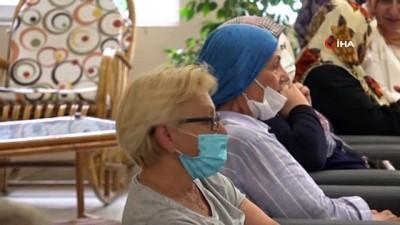 bayram coskusu -  Tuzla'da 65 yaş üstü büyüklerin elleri öpüldü duaları alındı