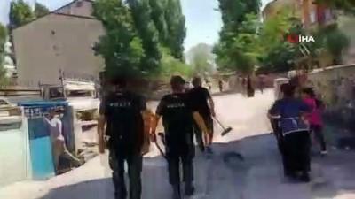 cevik kuvvet -  Yabancı uyruklu çocukların taş oyunu bıçaklı, taşlı kavgaya döndü: 2 yaralı, 7 gözaltı