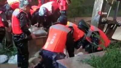 - Çin'deki sel felaketinde can kaybı 33'e yükseldi - Kayıp 8 kişi için arama çalışmaları sürüyor