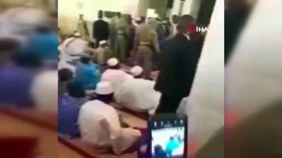 bicakli saldiri -  - Mali'nin geçici Devlet Başkanı Goita'ya bıçaklı saldırının görüntüsü ortaya çıktı