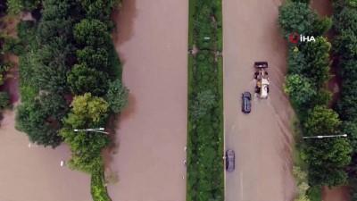 milyar dolar -  - Çin'deki sel felaketinin bilançosu artıyor: Can kaybı 51'e yükseldi - Yaklaşık 400 bin kişi güvenli bölgelere taşındı