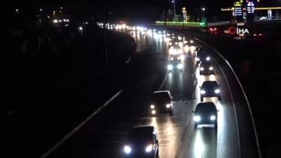 trafik polisi -  Tatilciler erken dönüşe geçti: 43 ilin geçiş güzergahında trafik yoğunluğu