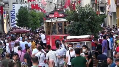 Vatandaşlar bayramın son gününde Taksim'e akın etti