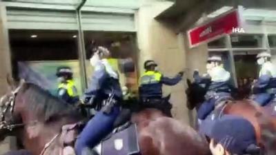 atli polis -  - Avustralya'da karantina önlemleri protestoların fitilini ateşledi - Çok sayıda protestocu gözaltına alındı