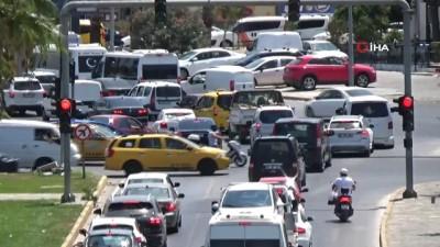Bodrum'da kilometrelerce araç kuyruğu oluştu
