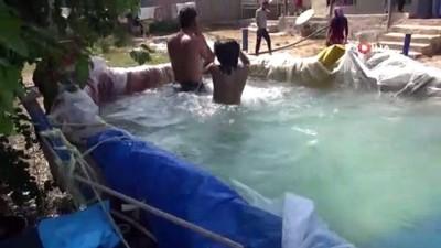 yuzme -  Mardin'de çocuklar brandadan yapılan havuzda serinliyor