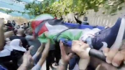 goz yasartici gaz - RAMALLAH - İsrail askerlerince vurularak hayatını kaybeden Filistinli çocuk son yolculuğuna uğurlandı