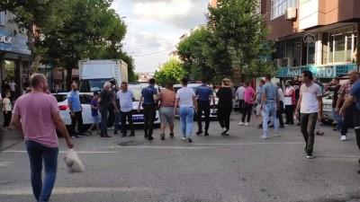 İSTANBUL - Gaziosmanpaşa'da otomobilin çarptığı 3 kişi yaralandı