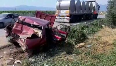 İzmir'de tır, otomobili 25 metre sürükledi: 3 yaralı