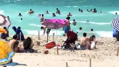 guzergah - İZMİR - Ege Bölgesi'nin turistik ilçelerinde tatilin son günü sahillerde yoğunluk devam etti