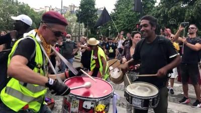 PARİS - Fransa'nın dört bir yanında Kovid-19 zorunlu aşı karşıtları yine meydanlarda (2)