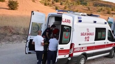 SİVAS -  Sünnet düğünü konvoyundaki otomobil şarampole devrildi: 3 yaralı