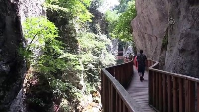 yuruyus yolu - KASTAMONU - Kanyonlarıyla ünlü Pınarbaşı bayramda nüfusunun 20 katı ziyaretçiyi ağırladı