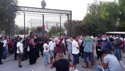 protesto - TUNUS - Nahda Hareketi destekçileri, parlamento binası önünde toplandı